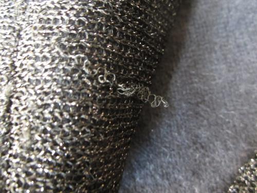 糸が出たセーター