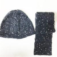 雪ん子模様の大き目ニット帽とスヌードのせっとです。